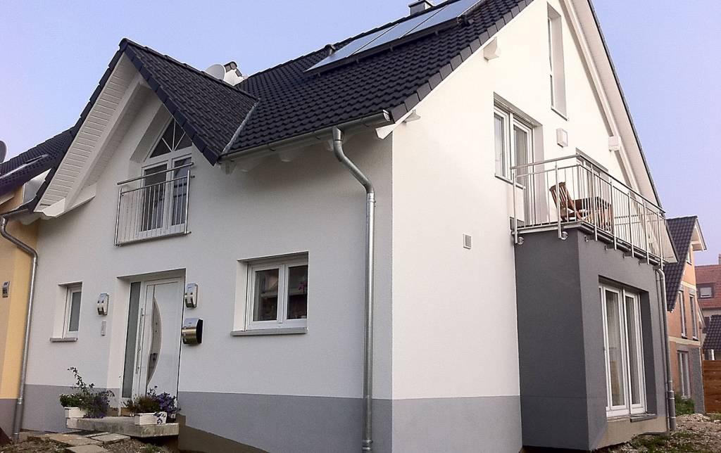 Fassadengestaltung einfamilienhaus weiß  Referenzen